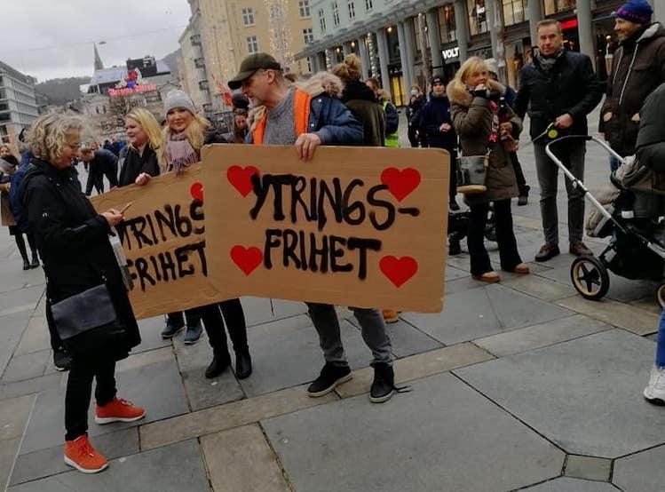 markering mot nedstenging av samfunnet, fra Oslo 27.11